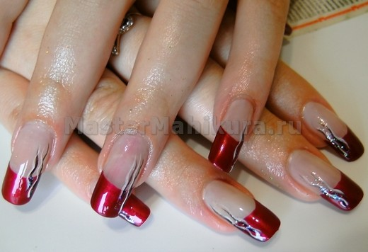 Рисунок на ногтях красного с золотом