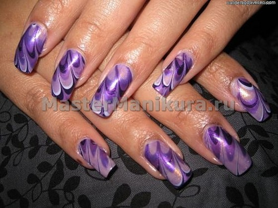 Фиолетовый водный маникюр