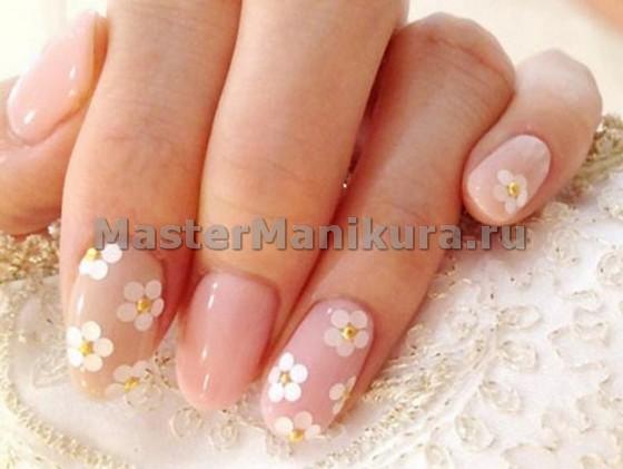 Розовый маникюр на свадьбу с цветами
