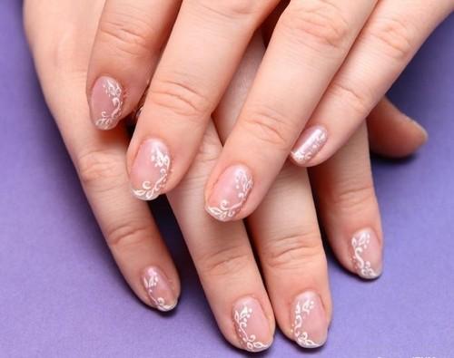 Рисунки на ногтях белые