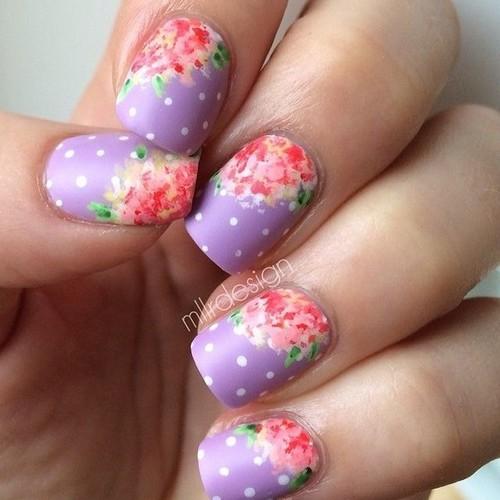 Узор для ногтей красные цветы для фиолетовом фоне