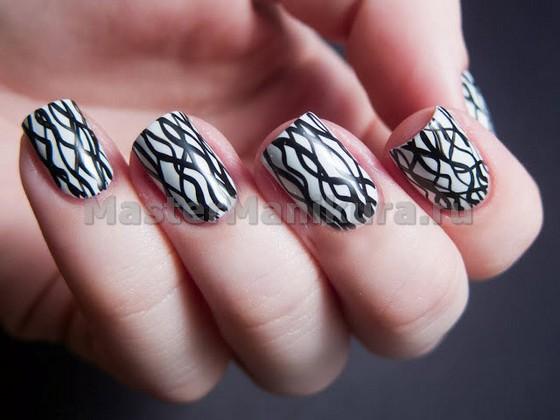 Рисунок на ногтях кривыми линиями