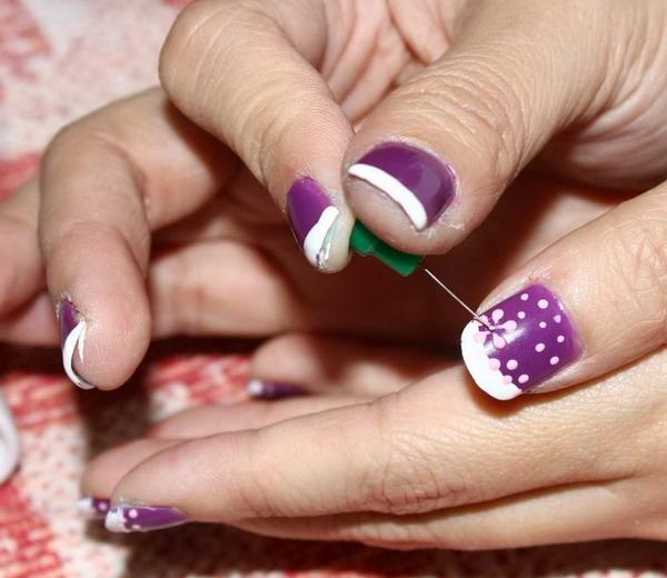 Рисование иголкой узора на ногтях