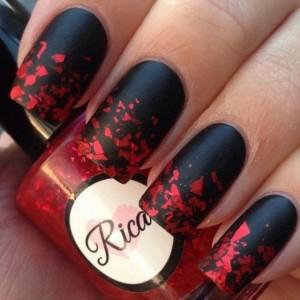 Матовый маникюр с черным и красным лаком