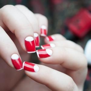 Красный дизайн ногтей с лаком Shellac