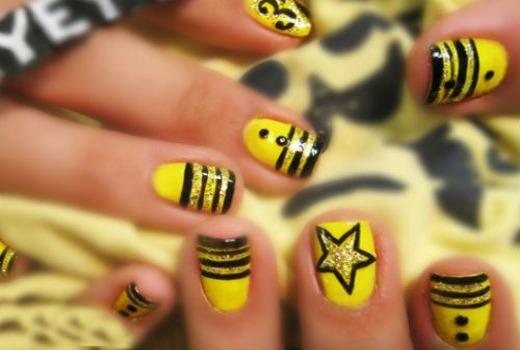 Желто-черные ноготки на новый год