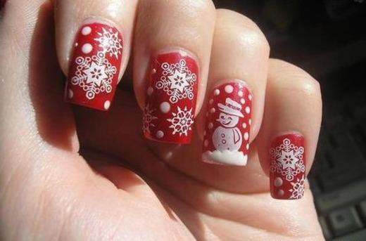 Маникюр со снежинками и снеговиком