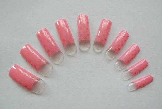 Розовые типсы для ногтей