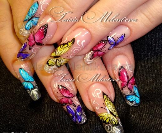 Цветные бабочки на ногтях
