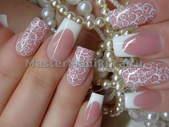 Свадебный маникюр с кружевом на розовом лаке