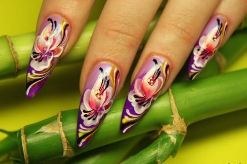 Абстрактно-цветочный узор для ногтей