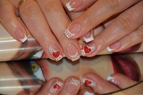 Сердечки в узорах для ногтей