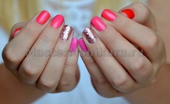 Идея для розового маникюра с окрашиванием безымянного пальца
