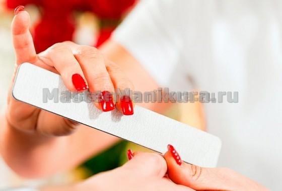 Делаем форму для ногтей мелкозернистой пилочкой