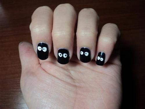 Узор для ногтей глазки на черном фоне
