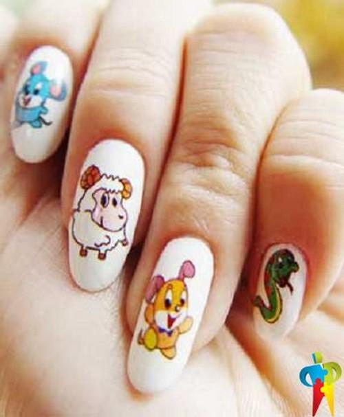 Фигурки персонажей из мультиков на ногтях