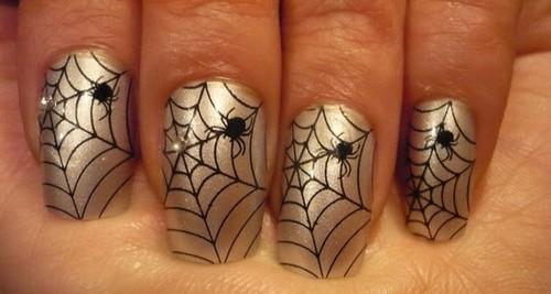 Паутина с паучком на ногтях