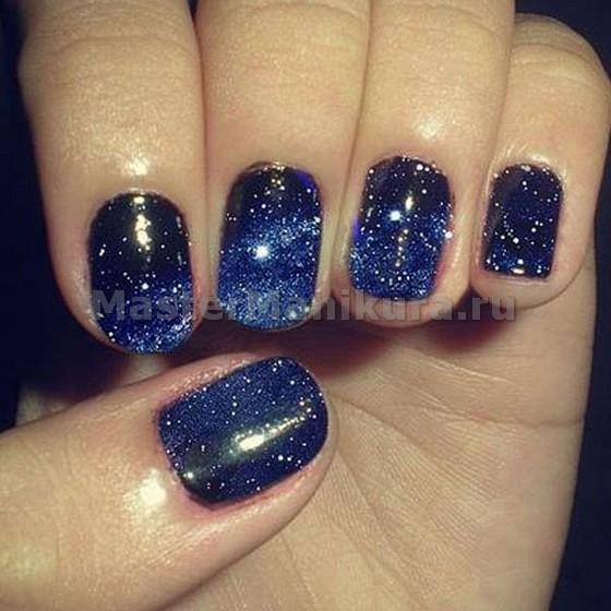 Рисунок звездного неба на ногтях