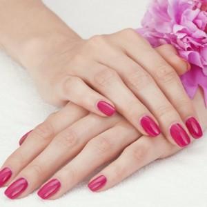 Нежный дизайн ногтей гель-лаком