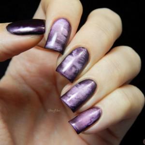 Фиолетовый нейл-арт с магнитным лаком
