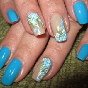 Голубой маникюр с цветами лаками Винилюкс