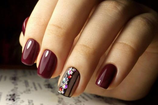 Очень красивые бордовые цвета на ногтях