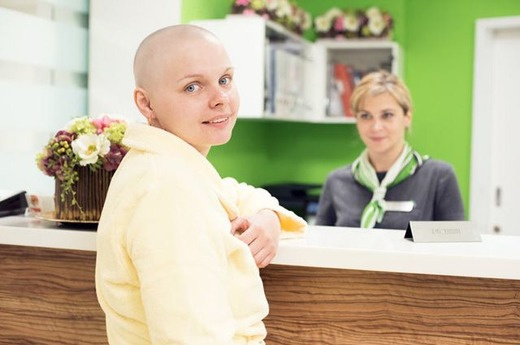 Человек принимающий химиотерапию