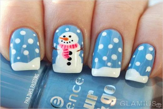 Красивый снег и снеговик на ноготках