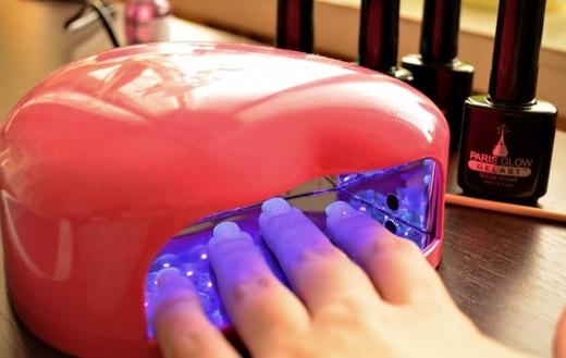 Подсушивание ногтей в лампе